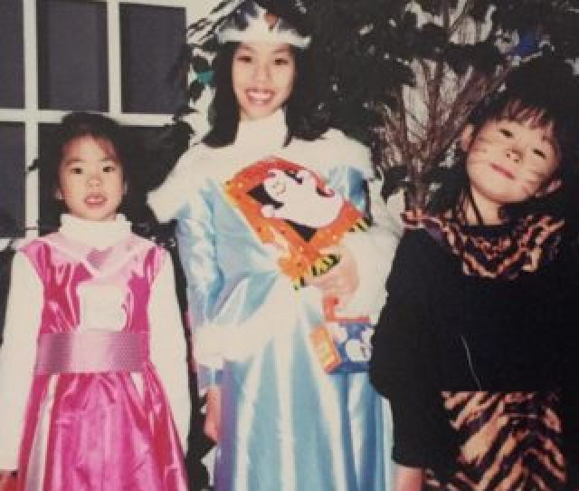 Photo Three Young Asian Girls In Shining Costumes Center Child Is Dressed As