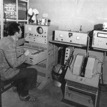 І. Круценко в лабораторії НВЧ мікроелектроніки, 70-ті роки