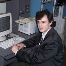 О. Судаков в лабораторії, 2004 р.