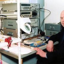 І. Зависляк, лабораторія спектроскопії феритових плівок, квітень 2002 р.