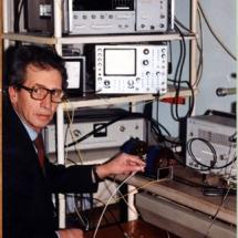 В. Романюк, лабораторія спектроскопії феритових плівок, 1997 р.