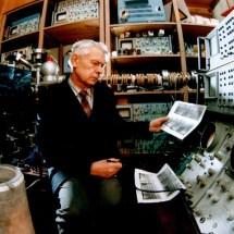 Г. Зиков в лабораторії лазерної мас-спектрометрії, 90-ті роки