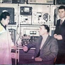 М. Ляшенко, Л. Стахурський та китайський аспірант, лабораторія радіоспектроскопії, 60-ті роки ХХ ст.
