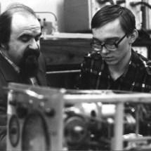Аспіранти лабораторії функціональної магнітної електроніки С. Баришевський та І. Гайович, 80-ті роки ХХ ст.