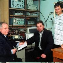 С. Савенков, Ю. Скобля, Є. Оберемок, лабораторія поляриметрії, квітень 2002 р.