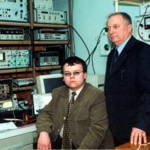 Ю. Скобля та О. Климов, лабораторія поляриметрії, квітень 2002 р.