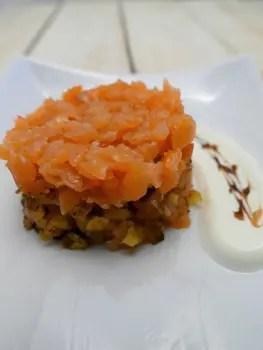 Röstisnack mit Lachs und Limonendip