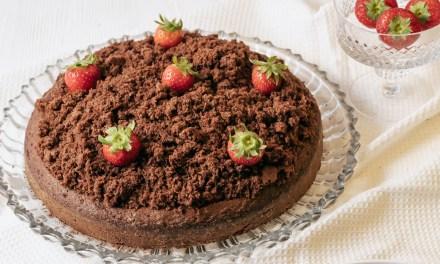 Maulwurfkuchen mit Erdbeeren