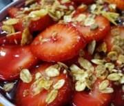 Müsli mit heimischen Beeren – fast ohne Kohlenhydrate