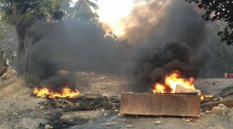 Les habitants de Pernier, en colère, manifestent contre l`état lamentable de la route