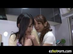 美人若妻がレズに嵌っているrezu動画