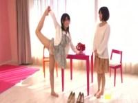 人生で初めてのレズプレイにド緊張してる妹系美少女達!恥ずかしがりながらキスをして服を脱ぎ捨てるrezu動画
