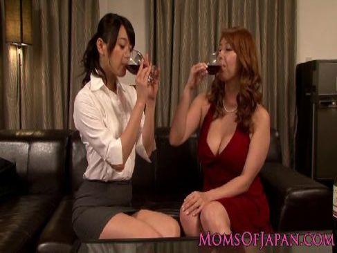 清純系美人OLが淫乱な上司に睡眠薬を盛られレズレイプされ快感に嵌る女性用無料動画