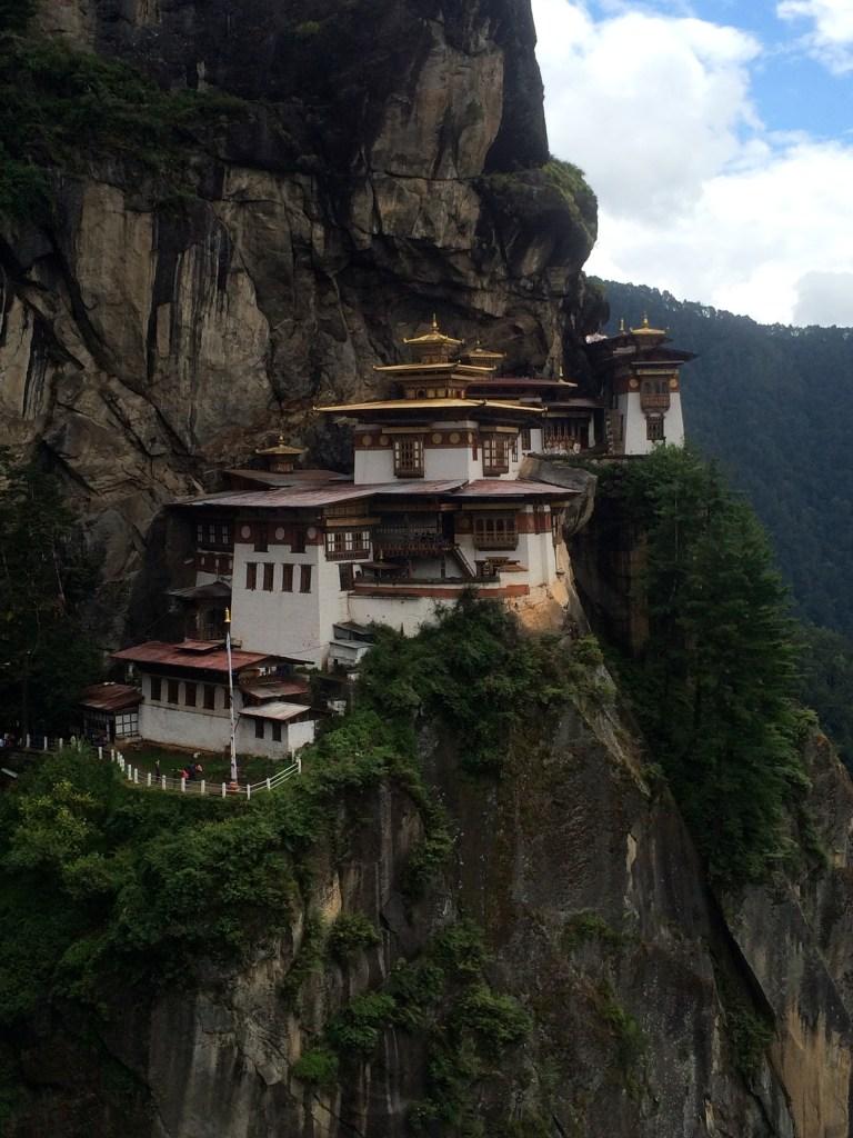 Temple à flanc de montagne