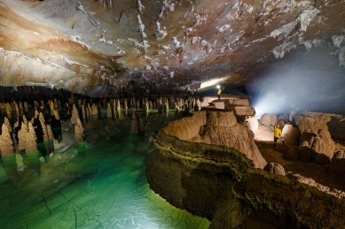Hang-Va-Cave-2-RG Local