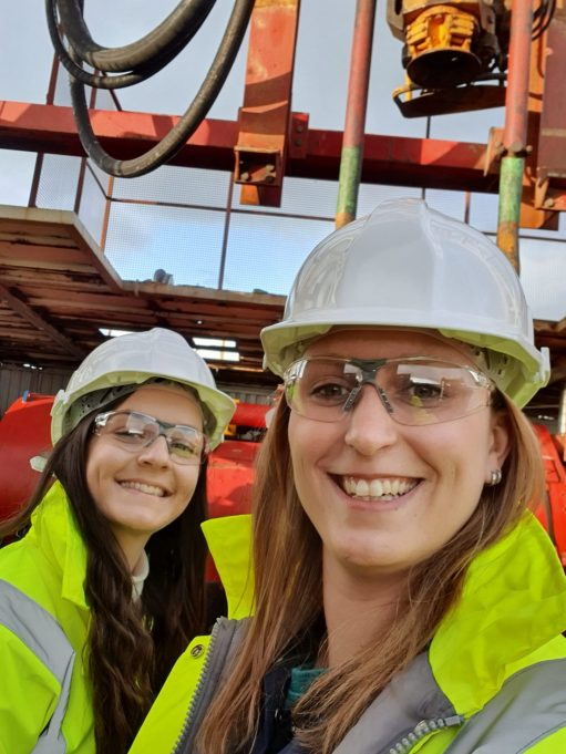 Image of Liza and her friend - Student Experience MSc Drilling and Well Engineering