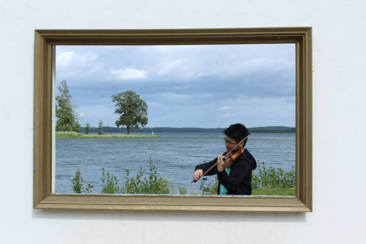 Me as violinist inside the 'painting'