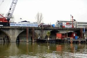 Bootstankstelle für Sportboote im Neusser Hafen