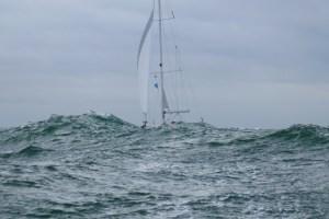 Bavaria Segelyacht bei 7 Beaufort auf der Nordsee