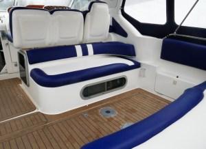 Cockpit im Heckbereich - bequem Platz für 5 Gäste