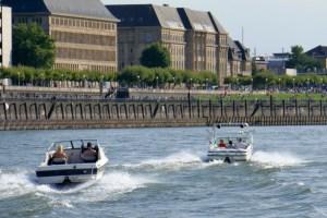 Der neue Sportbootführerschein im Scheckkartenformat kommt Anfang 2018 - Führerscheinpflichtige Sportboote auf dem Rhein bei Düsseldorf
