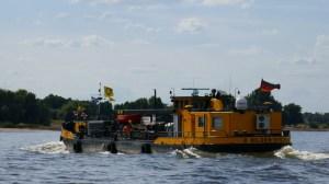 Bilgenentöler 8 auf dem Rhein bei Düsseldorf - Binnenschifffahrt und Sportschifffahrt durch Niedrigwasser im Rhein beeinträchtigt