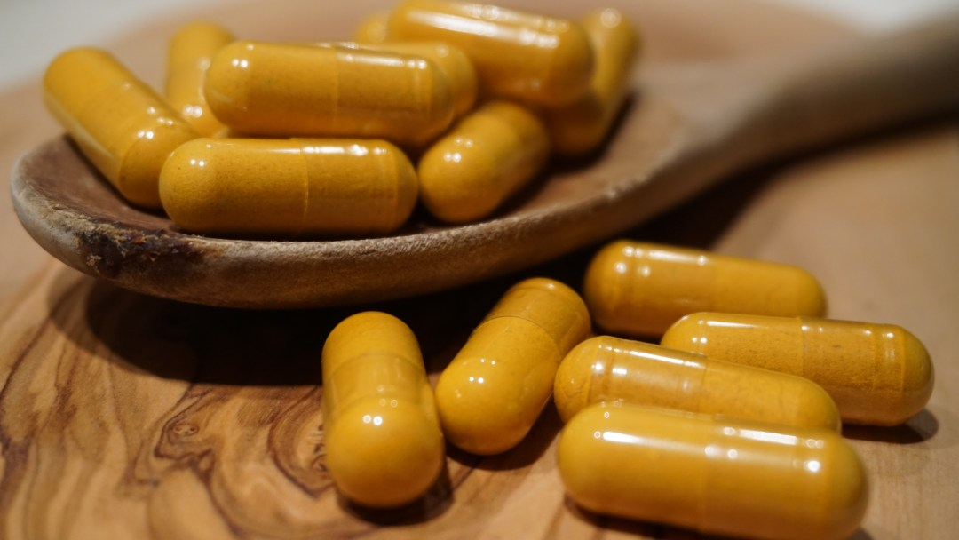 Turmeric capsules, supplementing with turmeric can help joint inflammation