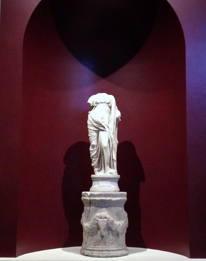 statue of aphrodite