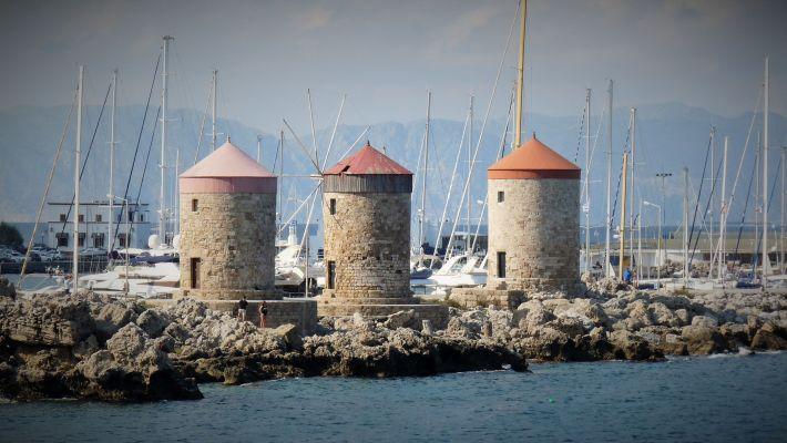 Moulins du Port de Mandraki
