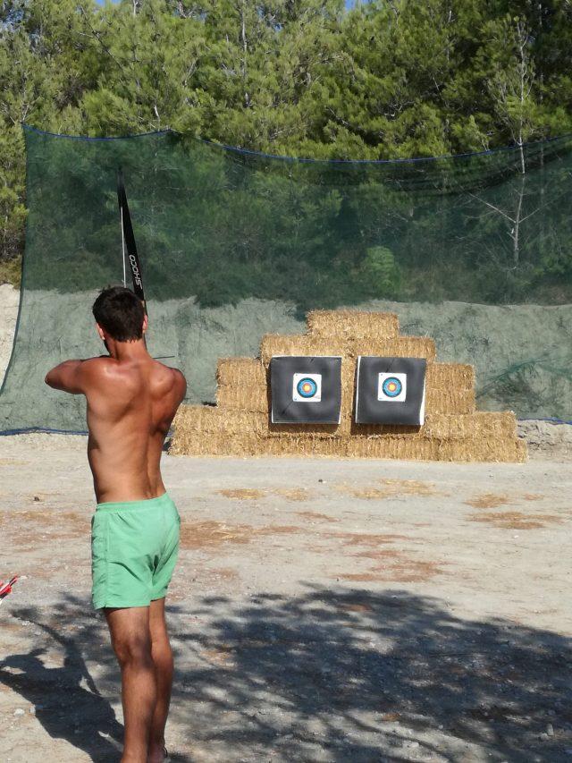 Excursions à Rhodes: Tir à l'arc à la base de loisirs d'Apolakkia