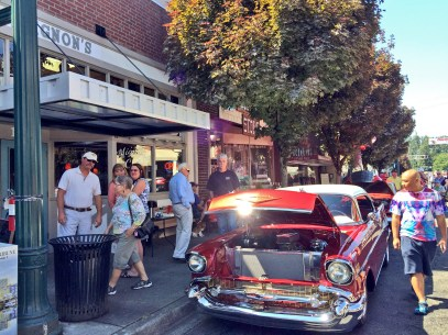 Mignon's Cafe customers got great food and great views of cars.
