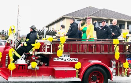 Sumner's Mayor and Council get a great ride in the City's antique Kenworth fire engine.