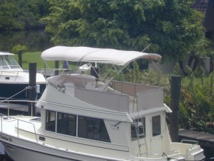 Privacy canvas installed on flybridge