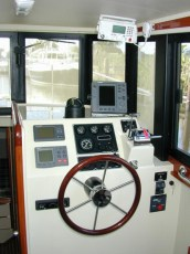 Custom electronics - hull 207