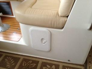 Additional storage hatch beneath saloon settee