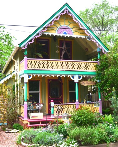 An artistically decorated home in Grimsby Beach, Ontario
