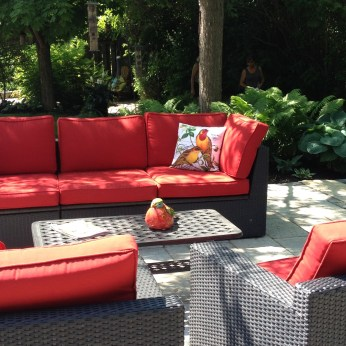 Red garden furniture is a great idea for a small garden.