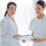 外国人と介護士