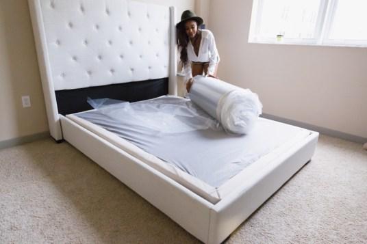 leesa-box-mattress-roll-out