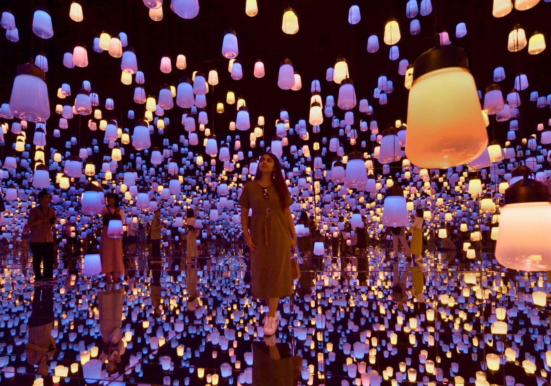 Exploring Tokyo's Digital Art Museum: teamLab Borderless