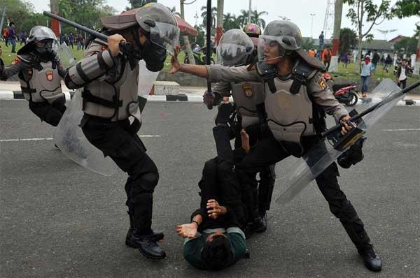 Pendemo dipukuli polisi