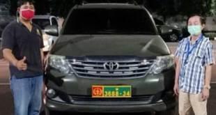 Warga keturunan China pakai mobil dinas TNI