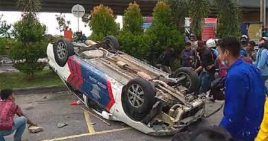 Mobil polisi hancur
