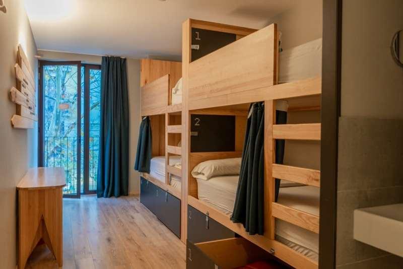 Yeah Barcelona - 4-bed female dorm