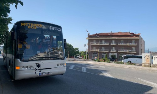 How to get around Meteora by bus