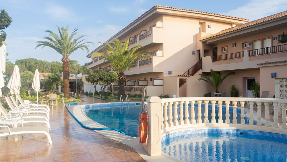 Hotel Voramar pool and garden - Formentera_RiA Vistas