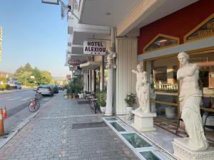 Outside Alexiou Hotel_RiA Vistas
