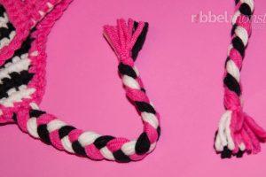 Mütze häkeln - Anleitung Ohrenklappen mit geflochtenen Zöpfen