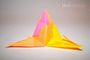 Klassischen Bascetta Stern basteln - Ecke zusammen stecken - Anleitung