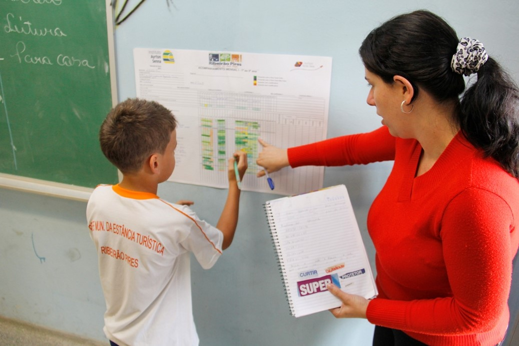 Ribeirão Pires amplia parceria com Instituto Ayrton Senna para alfabetização de estudantes da rede municipal